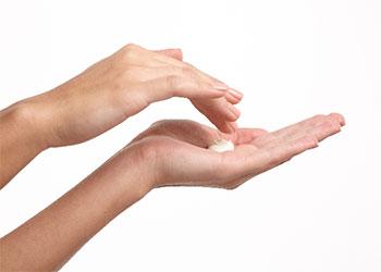 指の皮がむける 原因